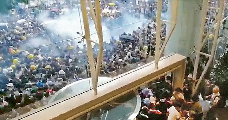 中信驅散覆核 岑子杰:警無通知停集會 促裁射催淚彈違法 政府:示威規模超旺暴 施放合適