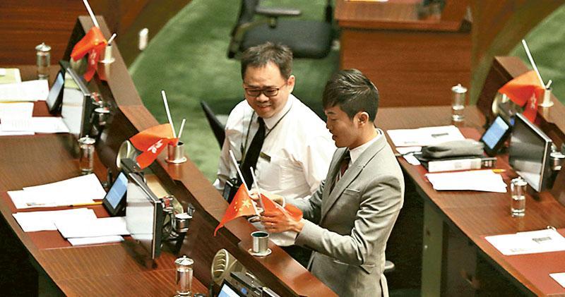 選舉主任再函8人 問倒國旗反國歌法