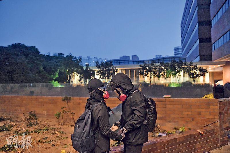 同行者的情緒支持非常重要,譚蕙芸稱每次示威採訪後,和一班行家飲罐啤酒,已經好療癒。(資料圖片)
