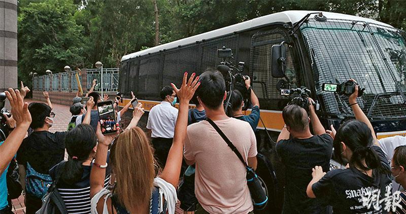 喊口號控發表煽動文字 快必還押 控方詳列叫「光復香港、五大訴求、黑警死全家」次數