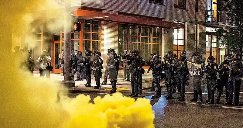 美反警暴示威變質惹反感  部分激進者騷擾民居  逼表態歸邊