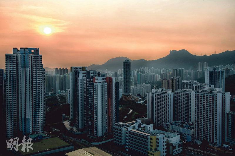 【行山郊遊】揀啱鏡頭捕捉日落 步上城山 拍攝鬧市迷人夜景
