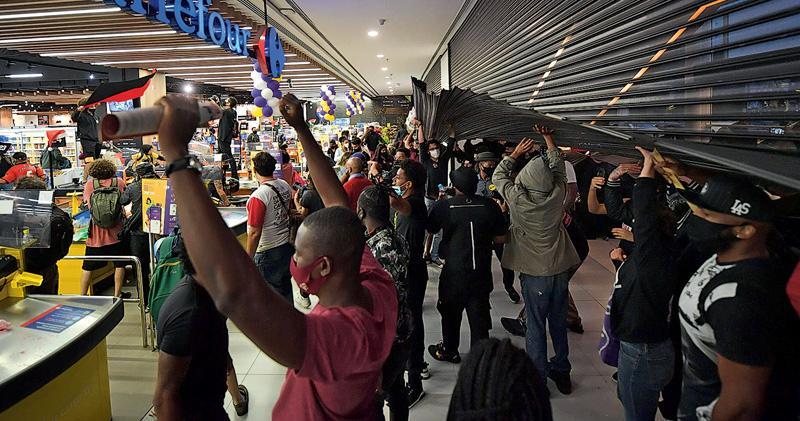巴西黑人遭警衛打死 掀全國示威 政府稱不存在種族主義 被指淡化問題