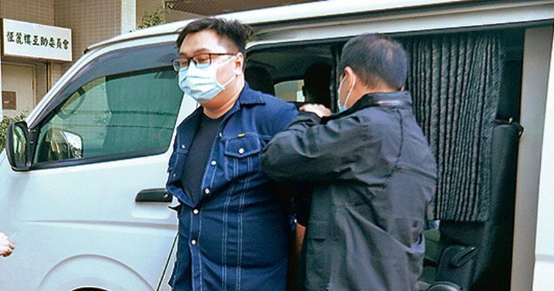 涉詐取選舉資助 王百羽李軒朗被捕  開支申報書稱獲捐450萬服務  王家檢仿製槍彈