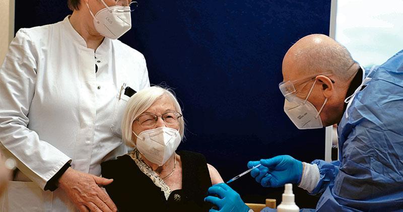 歐盟國接種疫苗 「啟希望之窗」 西班牙等4國現英變種新冠 大馬檢新病毒株