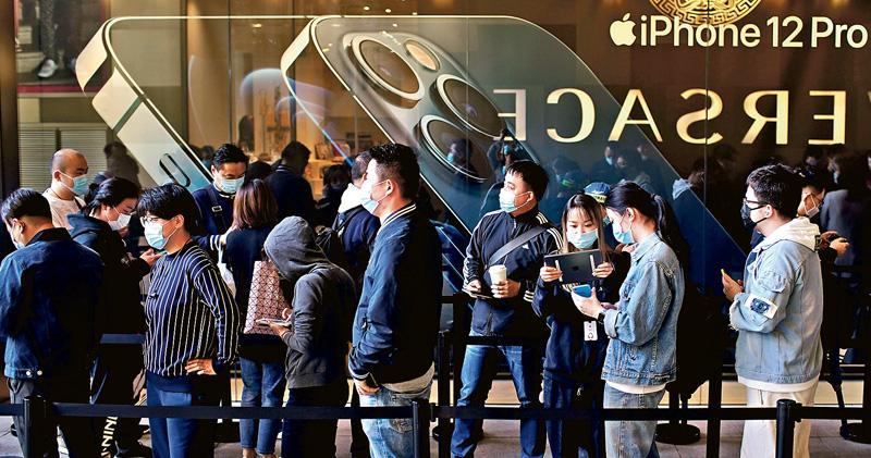 iPhone12報捷 蘋果季收首破千億美元  庫克:疫下部分地區關店 不然業績更好