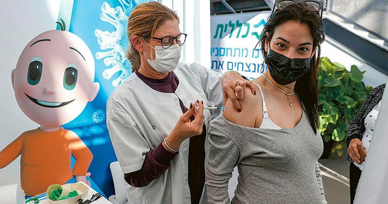 疫苗初見效 英國以色列確診跌 以:長者效果顯著 英:年屆80者感染率減36%
