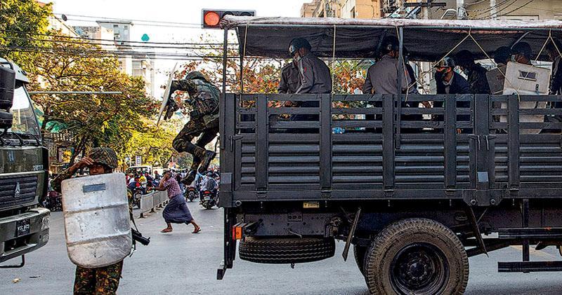 緬軍打壓升級 阻執法最高囚20年 昂山素姬延長拘留 聯國專員轟軍方向國民宣戰