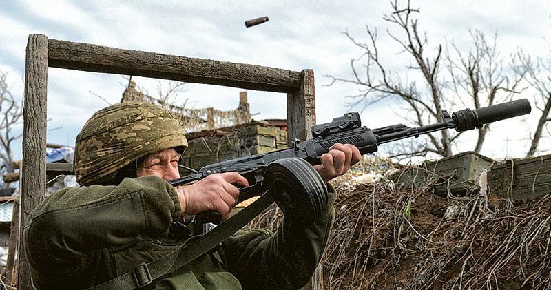 俄囤兵烏東恫嚇 邊緣政策一舉多得 逼美烏讓步派維和部隊 料不輕易開戰