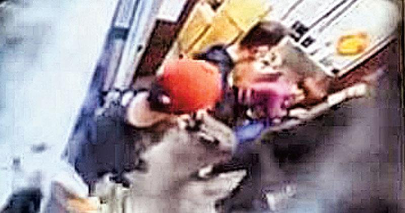 4煞鐵槌毁大紀元印刷廠  發言人:非首次被砸  均無人被捕