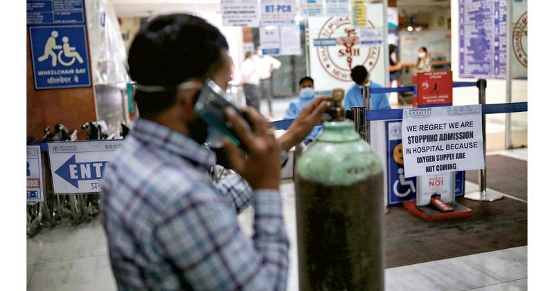 單日確診死亡人數再破頂 醫療系統崩潰 印度醫院缺氧停收新症 患者猝死街頭