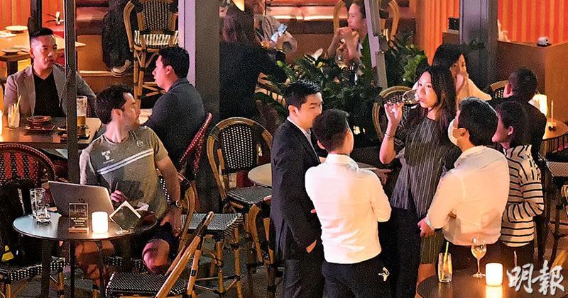 食肆4級制 打針可百人共宴 4人限聚不放寬 措施被批複雜擾民