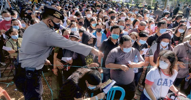 變種肆虐印尼 打科興數百醫護染疫 部分需住院3死亡 當局研安排再打其他疫苗