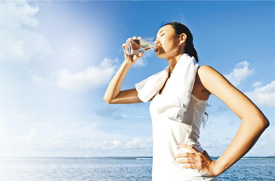 2小時灌3公升恐致水中毒 運動飲水策略:慢、打底