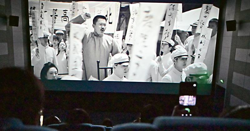 「獻禮片」上畫 北京場次多空櫈多 《1921》票房近2億 院線:陸續有團體包場