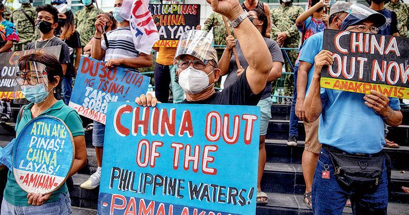 南海仲裁案5周年 多個菲律賓團體華使館示威 美卿:協菲軍防護南海 中方強烈不滿