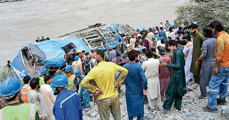 巴士爆炸 華人9死28傷  巴基斯坦指故障 京稱襲擊促查