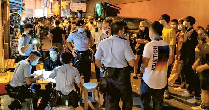 餐廳設籃球比賽及DJ打碟 警拉橙帶圍封陳東里 灣仔「市集」229人遭票控犯聚