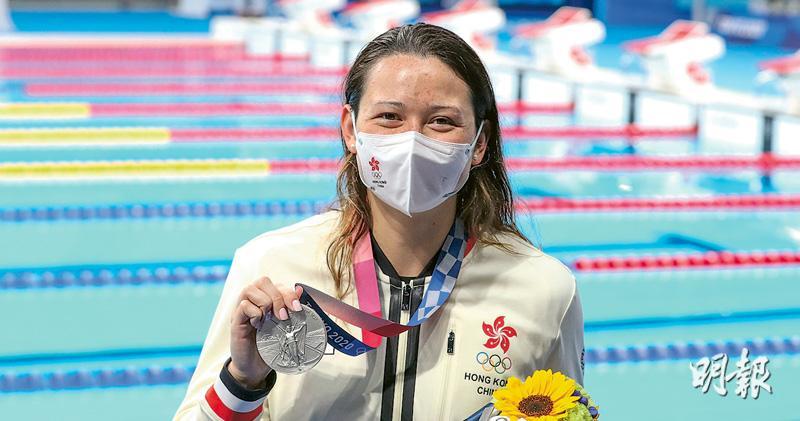 何詩蓓奪兩銀 傷棄「50自」無憾別東奧 「100自」決賽再破亞洲紀錄 單屆兩牌港隊首人