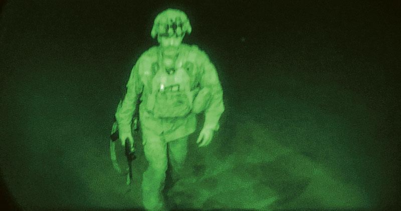 美「最漫長戰爭」 暗夜黯然離場 塔利班接管機場祝捷 喀布爾有人開槍放煙花