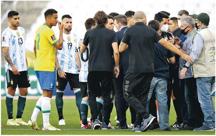南美大戰腰斬成鬧劇  阿根廷4將疑違防疫  巴西衛生部門入場逐客