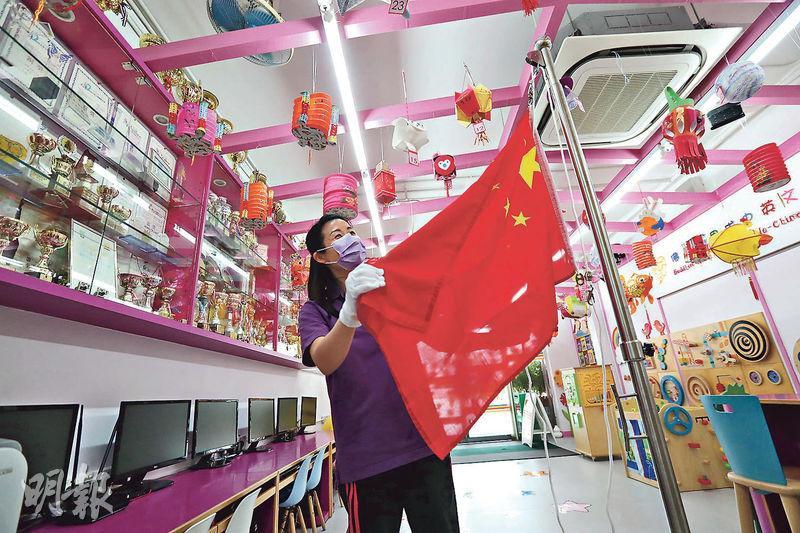 幼園配合國安教育 K2教升旗「手冊印國歌」